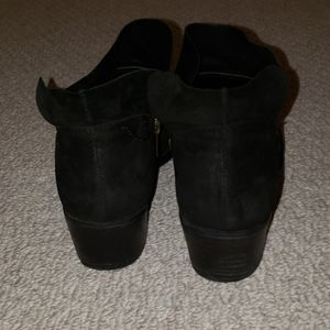 Steve Madden Shoes - STEVE MADDEN suede ankle booties